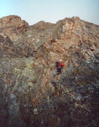 Beau rocher rouge sur l'arête
