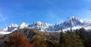 Les Aiguilles de Chamonix dorées par l'automne...