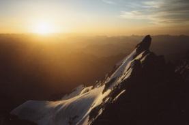 Le Doigt de Dieu vu depuis le sommet de la Meije, après un bivouac au sommet