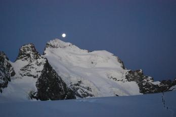 Face Nord des Ecrins, RDV avec la lune?
