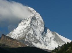 Drapeau nuageux sur le sommet mythique du Valais