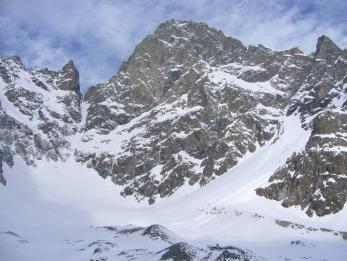 L'immense face Sud des Ecrins sous la neige hivernale