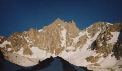 La face NW du Dôme de neige des Ecrins baignée par le soleil de Mai